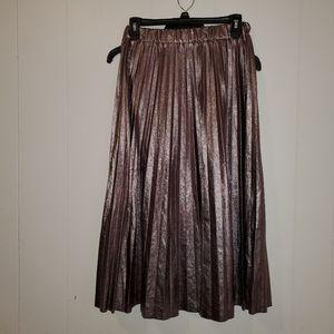 Dresses & Skirts - Metallic gold/silver knee length skirt